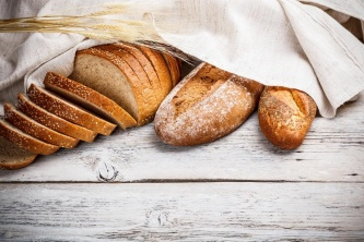 /upload/iblock/a54/depositphotos_19378611_stock_photo_freshly_baked_traditional_bread.jpg